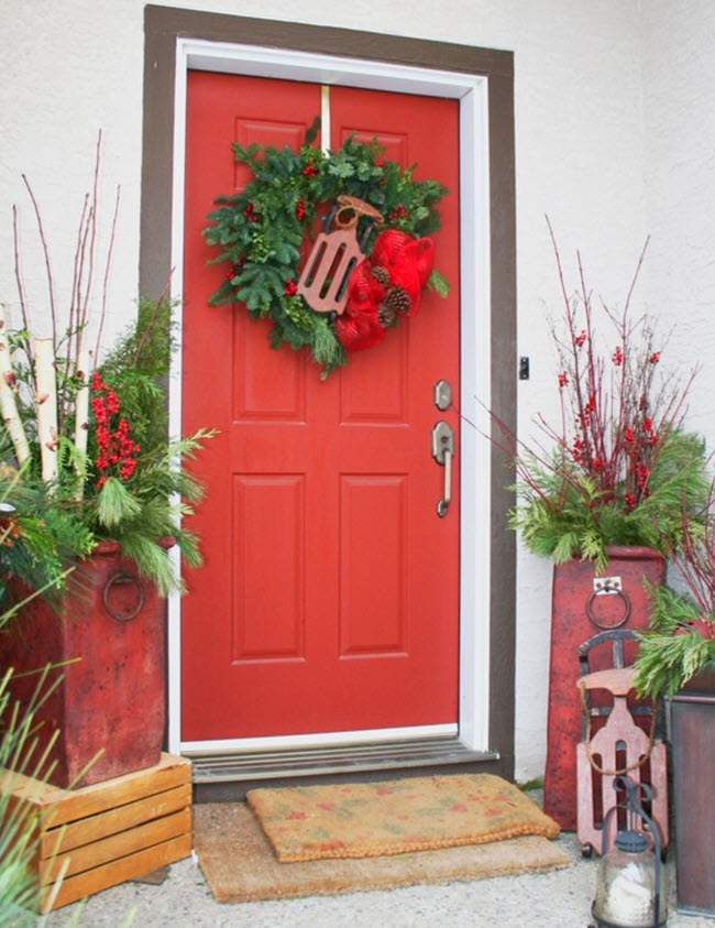A red door is the ultimate in evergreen seasonality.